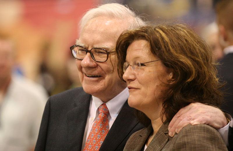 Investor Warren Buffett und Journalistin Gisela Baur