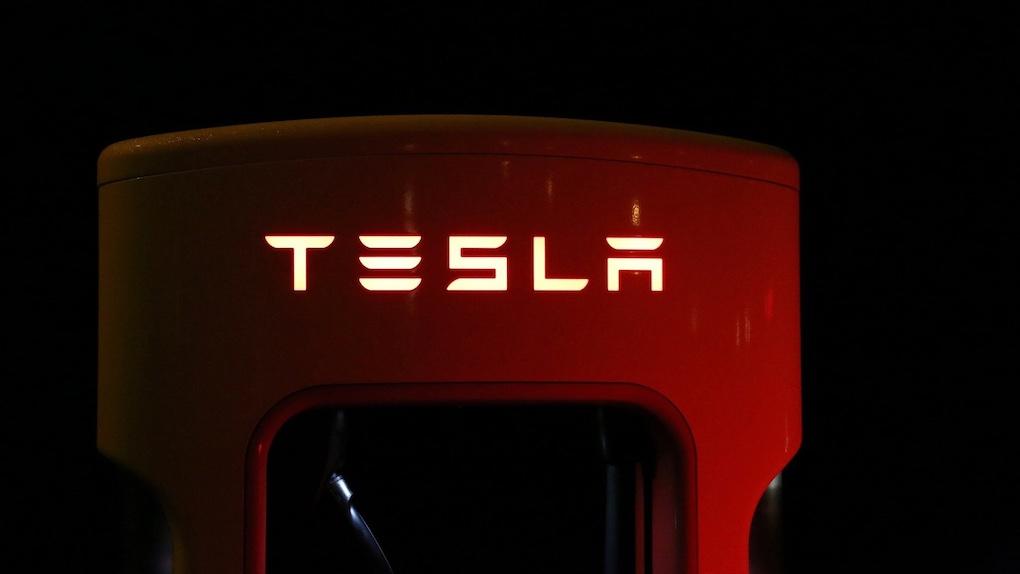 Tesla vollführt wilden Ritt in den S&P 500