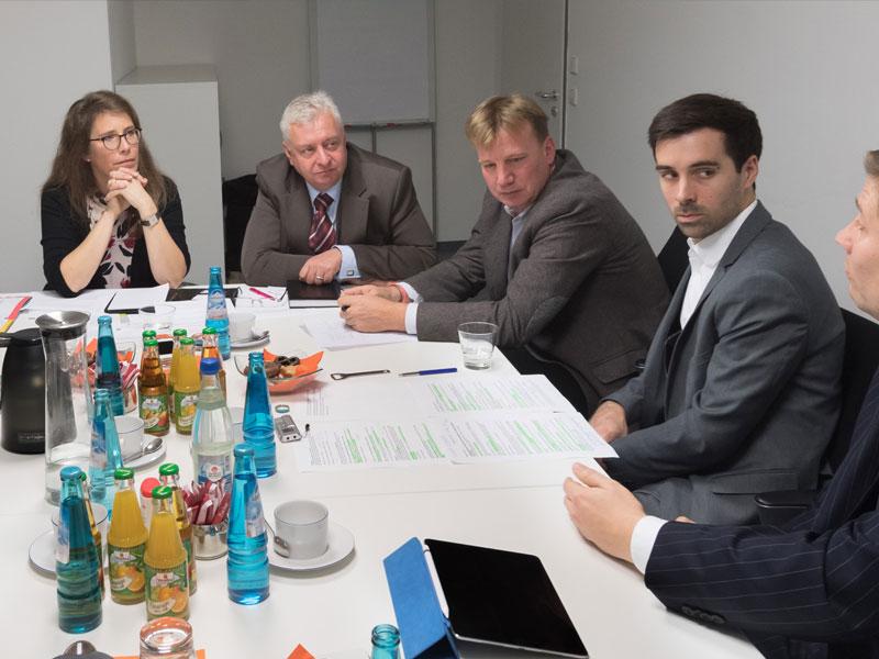 Die Finanzjournalisten moderieren Gesprächsrunden